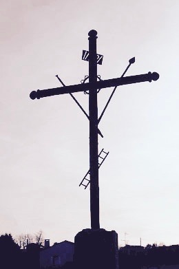 Crucifix devant l'église Saint-Martin