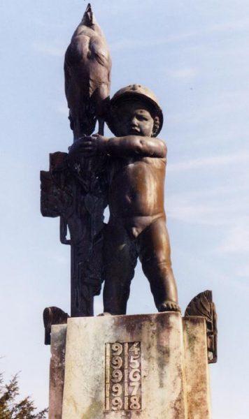 Un bébé soldat à Mailly Château