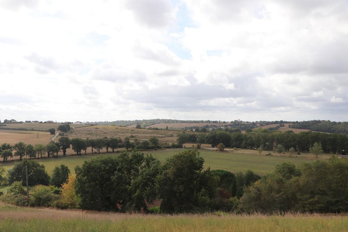 rando-aphet_09-montrabe_le-paysage-depuis-la-crete-du-moulin